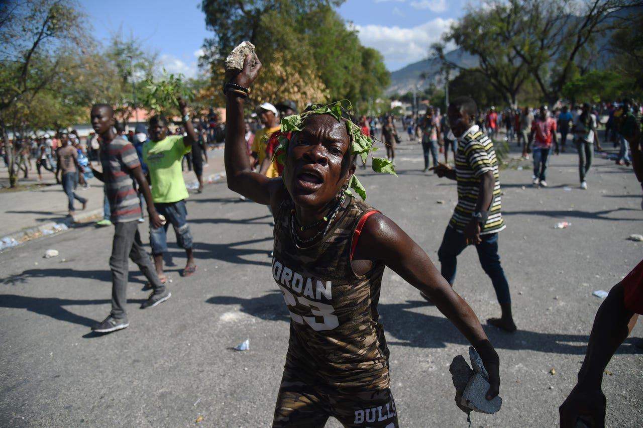 2019-02-13: A demonstrator gestures during clashes in front of the National Palace, in the centre of Haitian Capital Port-au-Prince, Feb. 13, 2019, on the seventh day of protests against Haitian President Jovenel Moise and the misuse of the Petrocaribe fund.